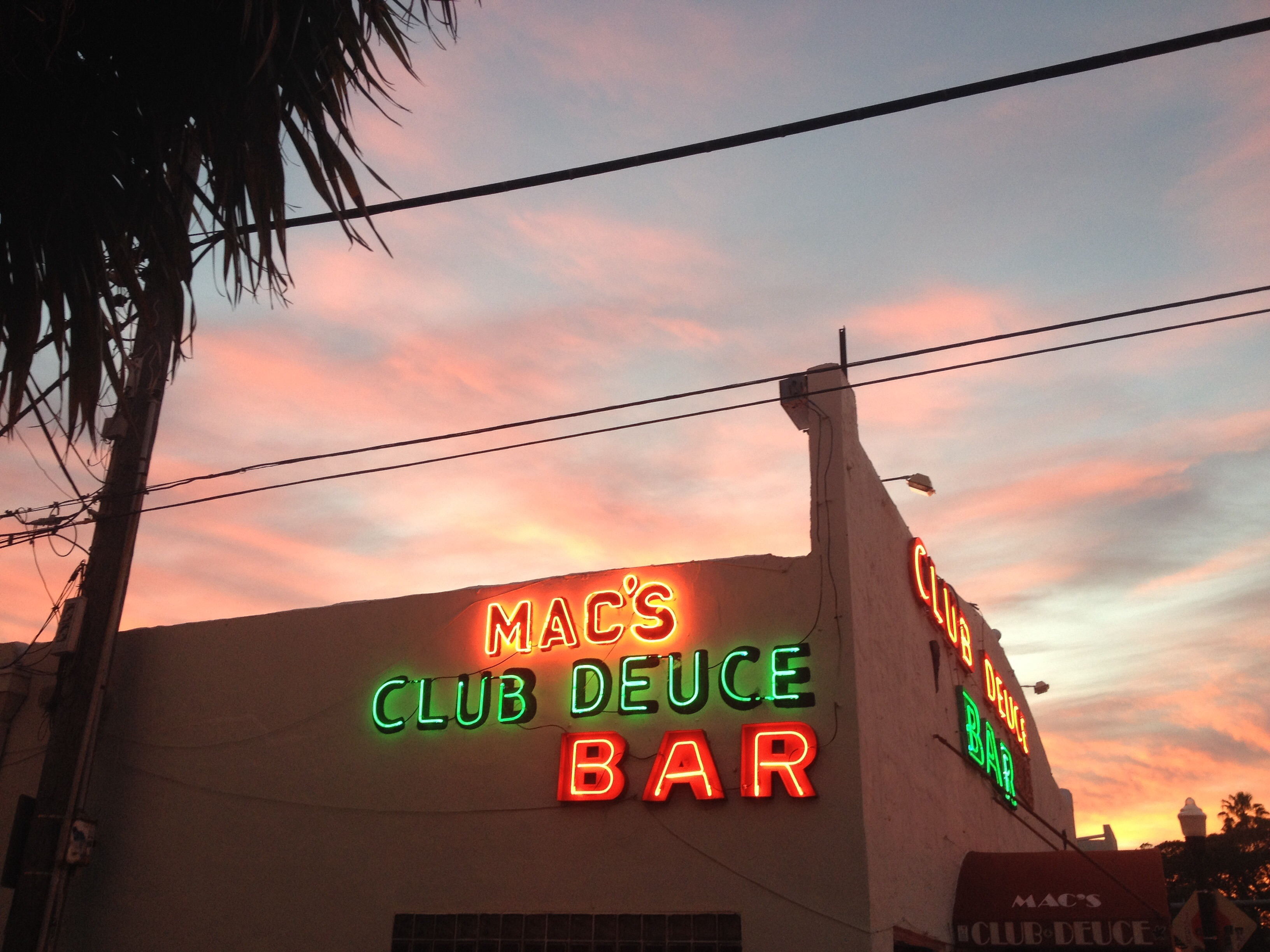 Macs Club Deuce Bar